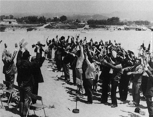 創立30周年記念 大須賀海岸で万歳三唱の画像