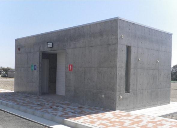 公共スポーツ施設の屋外トイレ建築工事の画像